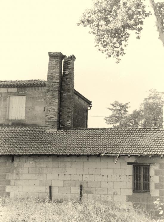 Saint-Denis-de-Pile, les cheminées d'une ancienne boulangerie,